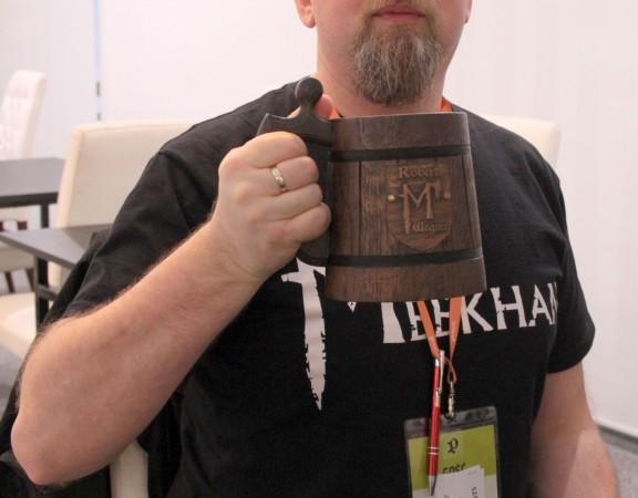Robert i kufel od Imperium Meekhańskiego